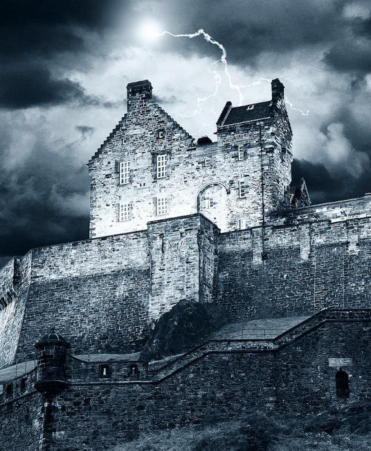 lightning-over-edinburgh-castle-keith-thorburn