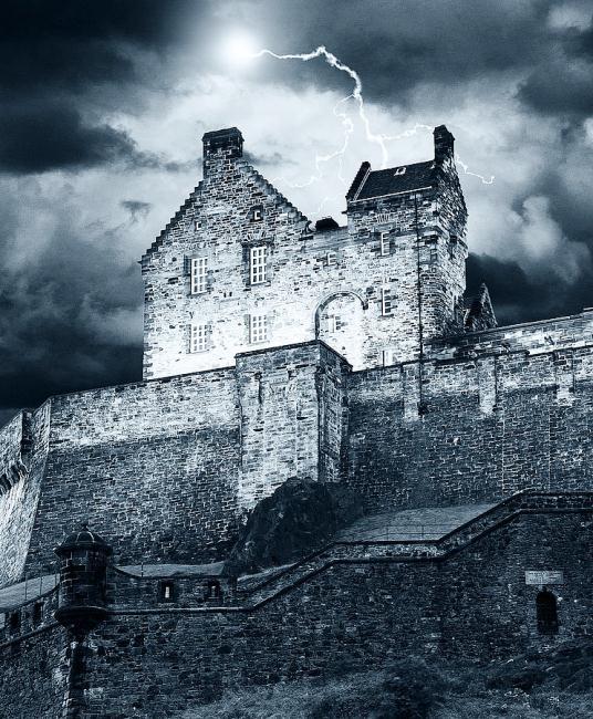 lightning-over-edinburgh-castle-keith-thorburn